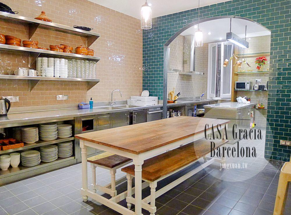 [西班牙遊記] 巴塞羅納住宿-CASA Gracia Barcelona Hostel 一房難求 復古的青旅 可以大展廚藝的公用廚房 近米拉之家 巴特婁之家