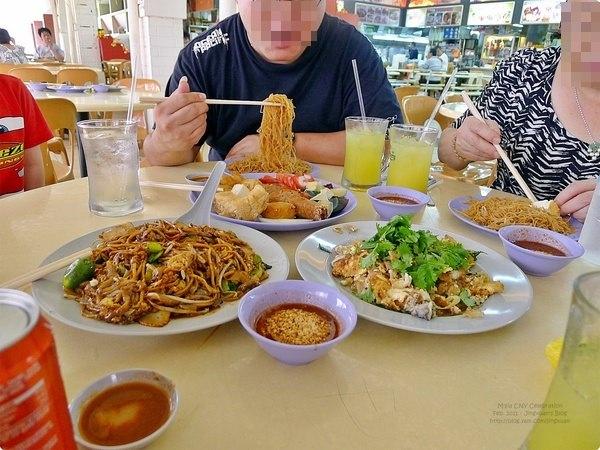 新加坡美食|大華作記茶室.後港組屋大牌435吃一大桌美食,主推蠔煎及炒粿條麵!