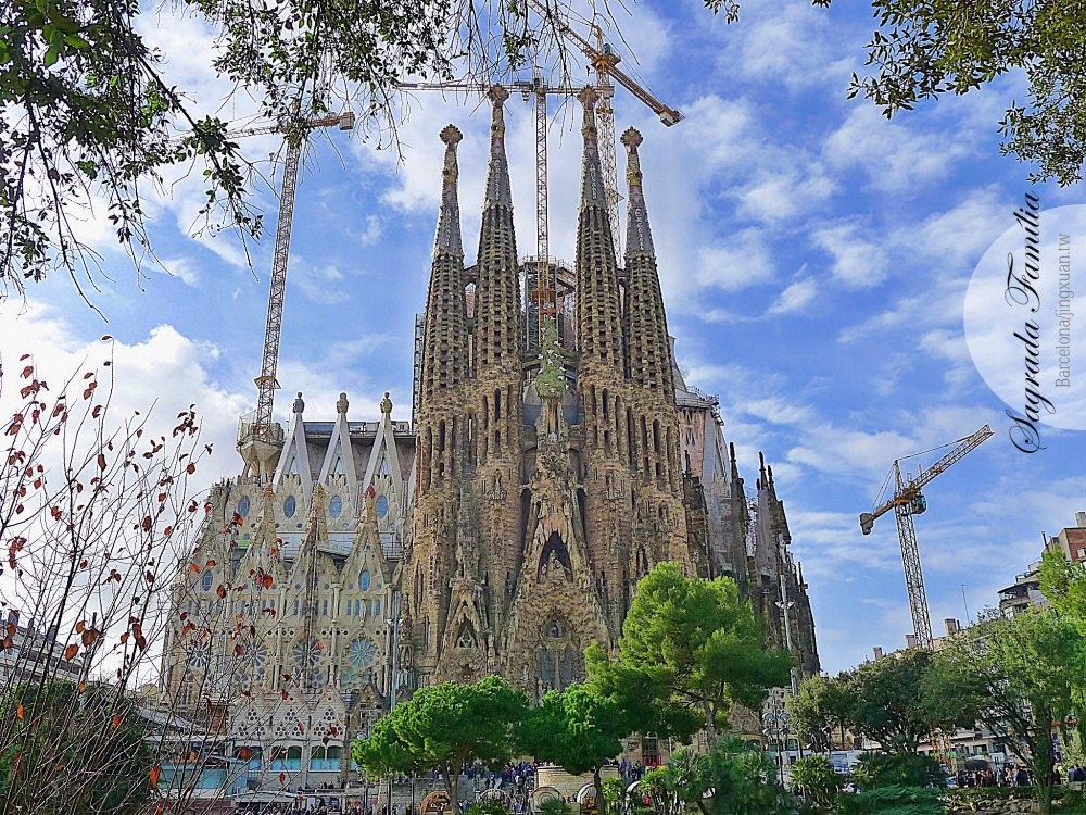 [西班牙遊記] 聖家堂 Sagrada Família-高第未完成的建築 贖罪殿 直線屬於人類 曲線屬於上帝的跨時代建築 世上唯一一座未完工即被列為世界遺產之建築
