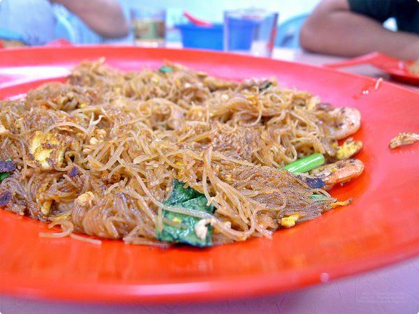 馬來西亞柔佛、新山美食|三樓干米粉.祖傳乾炒米粉,有鍋巴口感炒米粉及不可錯過的熱炒!彩虹花園美食