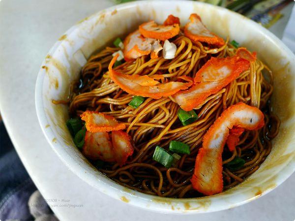 馬來西亞、柔佛美食|麻坡貪吃街 Glutton Street.一起貪的美食最好吃、烏打沙爹蠔煎雲吞麵貪心吃,麻坡美食