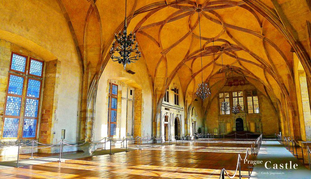 捷克自助、布拉格景點|布拉格城堡.伏爾塔瓦河的布拉格黃金城、黃金巷卡夫卡故居,世界上最大城堡、布拉格世界遺產