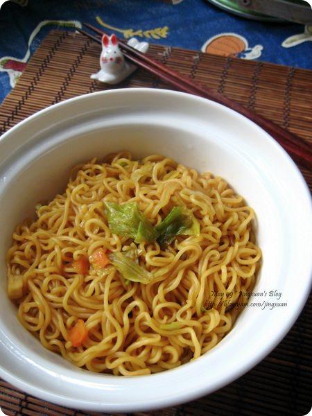 [下廚]慈濟咖哩素泡麵(香積麵).Curry Veggie Fried Noodles