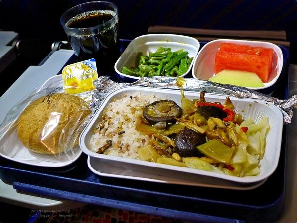 [西班牙食誌]Outbound Flight︰南航素食與一般航空餐.China Southern Air's Vegetarian and In-Flight Meal(Lunch)