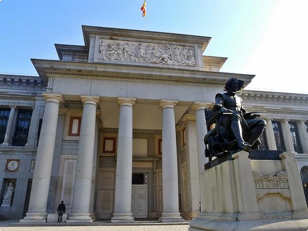 [西班牙遊記] 普拉多美術館 Museo Nacional del PRADO-收集12-19世紀西義法荷藝術作品 按圖索驥追名畫 《侍女》《空中的巫女》《馬德里1808年5曰3日Principe Pio處決》《三美神》