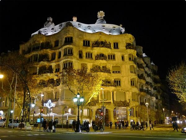 [西班牙遊記] 米拉之家 Casa Milà-高第建築 格拉西亞大街上的波浪屋 曲線建築的內部 五彩繽紛的華麗 世界遺產