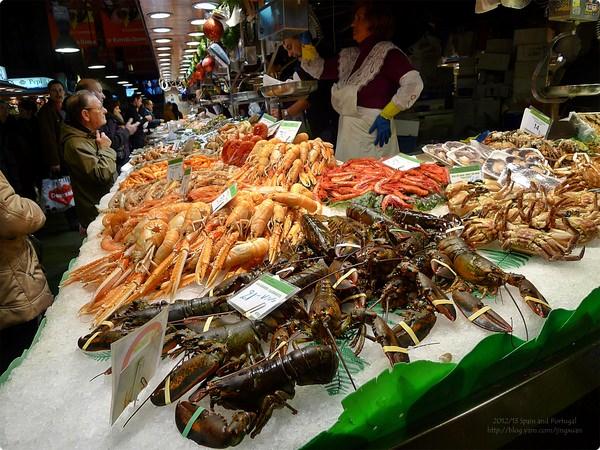 [西班牙食記] 巴塞羅納聖約瑟市集 Mercat de Sant Josep de la Boqueria-蘭布拉大道巷弄內 最生鮮最在地的市集 巴塞羅納人的灶咖 1840年啟用的市集