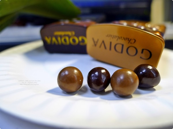 [食誌]伴手禮.Godiva Chocolate Pearls(Milk and Dark Chocolate), Ivoria Chocolat Lait and Lindt Creation Mousse au Chocolat Noir