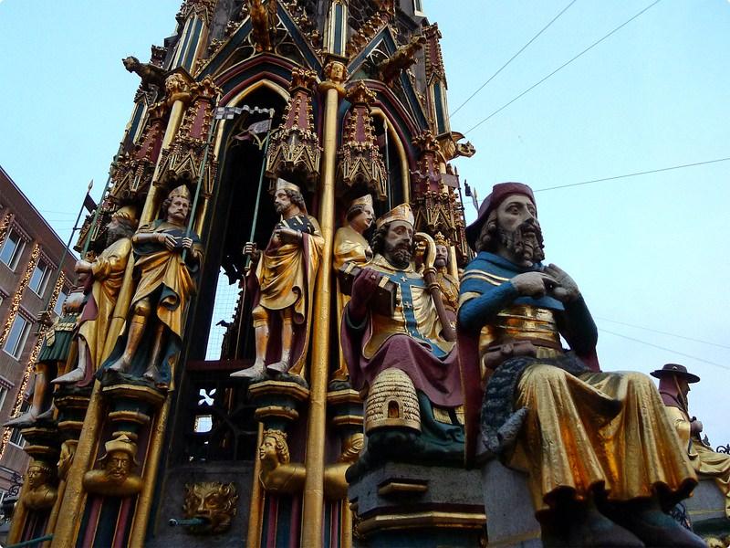 [德國遊誌]Nürnberg:中央廣場等.Nürnberger Hauptmarkt, Schöner Brunnen, Frauenkirche, etc.