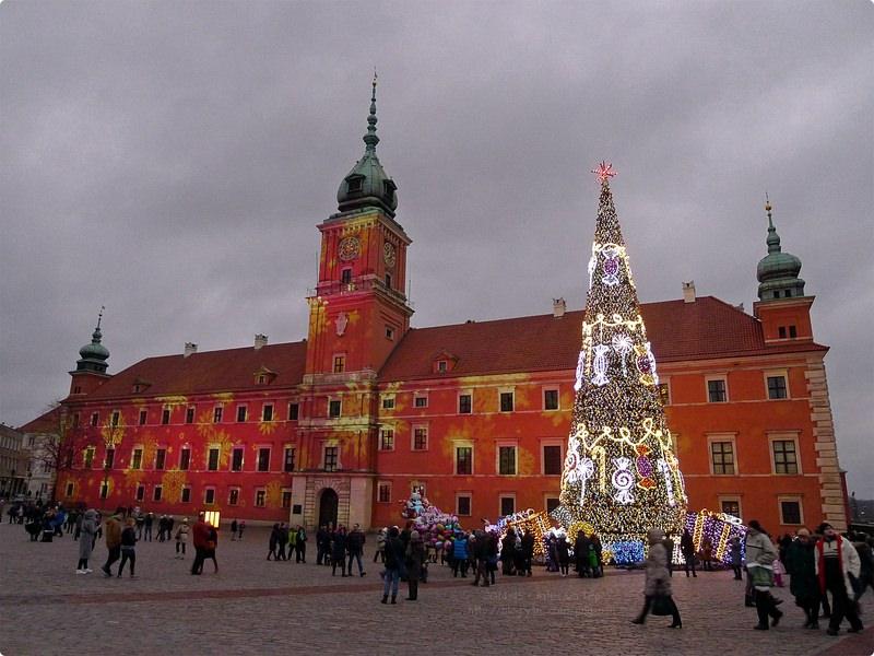 [波波遊記] 華沙舊城區漫步-世界遺產 昔日舊皇宮之皇家城堡 逛逛聖誕市集 舊城廣場的美人魚傳說 Walking in Warsaw Old Town