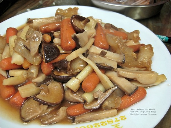 [小吃葷食班9-1]什錦紅燒菇.肉圓沾醬 Braised Mushroom in Soy Sauce & Sweet Chili Sauce