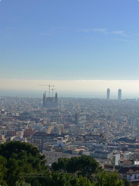 [西班牙遊記] 奎爾公園 Park Güell-高第的樂園 搭乘露天手扶梯 越過山頭尋找樂園 Carmill Hill可俯瞰聖家堂 世界遺產