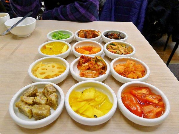 [食記] 朝鮮味韓國料理-小菜多款吃到飽 隨時都需要排隊 Q彈韓式粉條 重口味牛尾湯飯 Chao-Xian-Wei Korean Restaurant