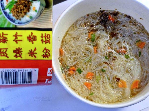 [試食]新竹國豐(濟公牌)米粉 沖泡式香菇肉燥米粉.Kuo Feng Cup Rice Noodle