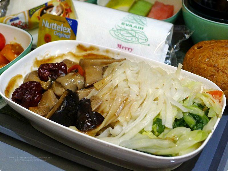 [德國食誌]Outbound Flight︰長榮素食航空餐與泰國蘇凡納布機場.Eva Air's Vegetarian Meal(Dinner)and Bangkok Suvarnabhumi Int'l Airport
