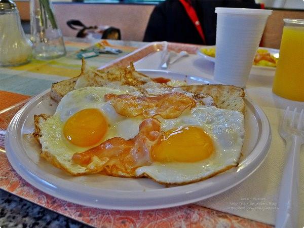 [義大利食記] Hostel Archi Rossi/Ostello Archi Rossi-佛羅倫斯旅館 旅館早餐 歐式早餐 各式蛋料理 天天不一樣 學校食堂氛圍
